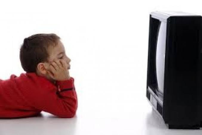 Kebiasaan Terlalu Banyak Menonton TV