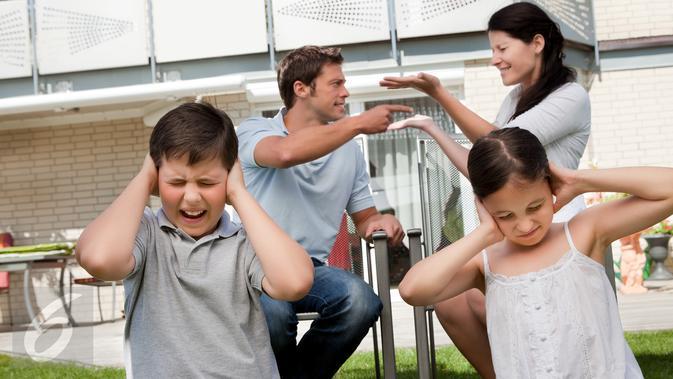 Jangan Melakukan Hal Buruk Di depan Anak